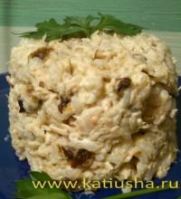 Рисовый салат с черносливом и куриным мясом